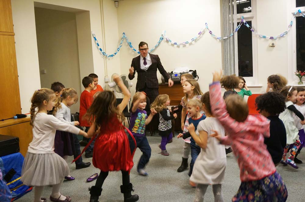Dancing_round_Gilbert