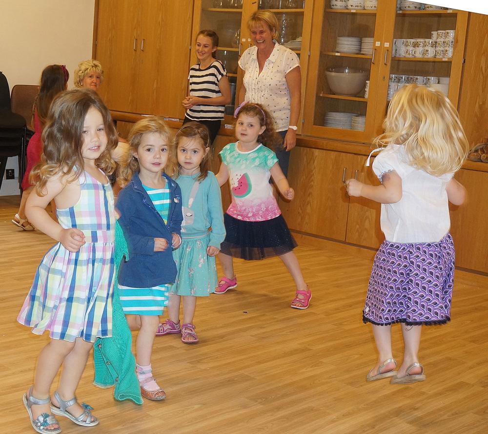 Gan_Party_Dancing
